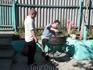 Приготовление шашлыка - это хобби главы семейства в поддержку традиции открывать купальный сезон. Антрекоты поливаем домашним красным вином.
