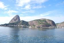 Залив Гуанабара. Соединяется с океаном проливом,кот.первооткрыватели Бразилии приняли за реку. Рио-де-Жанейро-река января...
