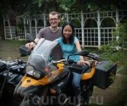 На Яве встретился с бывшим харьковчанином Женей  и его женой Меди. Он уже 10 лет в Индонезии производит мебель по инд. заказу. Думал отдохну, но весь вечер ...