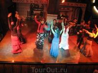 Фламенко - танец страсти и любви. Рассказывает целую любовную историю. Требует безумных усилий и отличной физической подготовки, его очень тяжело танцевать ...