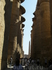 начало храма с многочисленными колонами
