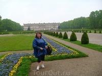 Людвиг II построил этот замок в честь абсолютной монархии и в память Людовика XIV. По красоте этот дворец в несколько раз переплюнул знаменитый Версаль ...