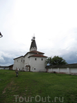 Стены Ферапонтова монастыря