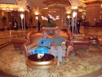 Возможно на этом диване в отеле-дворце Эмирэйтс палас сидел Путин, когда жил здесь во время президенства.