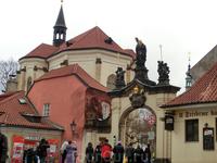 С западной стороны к Пражскому граду примыкают Градчаны — богатый, дворянский район Праги, предназначавшийся, впрочем, при основании в 1320 г. для поселения ...