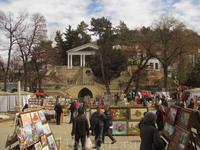 Памятник Лермонтову целиком, вместе с окрестностями.