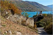 Главной функцией замка было перекрывать долину реки в узком месте. Сейчас эта дорога частично затоплена водохранилищем.В 1829 году в Ананури приехал Пушкин ...
