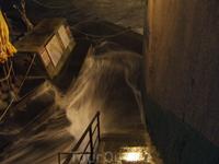 Во время шторма волны заливают улочки Вернаццы