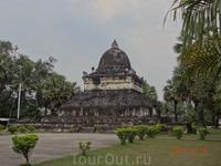 Один из старых храмов Лаоса.