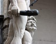 «Геркулес, победивший Какуса» работы Баччьо Бандинелли на площади Синьории