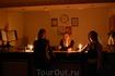 Ну что делать, выключили свет, случается такое. Отель освещался изнутри двумя свечками - по ним мы и нашли место нашего ночлега, возвратившись с открытия ...