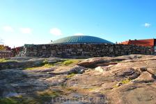 Вид с низу храма на купол.