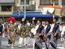 Процессию сопровождают звуки живой японской музыки, которую исполняют музыканты
