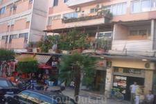 Албания. г.Тирана. Новых современных зданий в стране еще очень мало