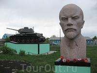 Отклонились от маршрута, заехали в г. Татарск, что в Новосибирской области, недалеко от Омской. Там есть частный музей различной техники