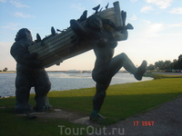 ну, а это памятник неунывающему великану Тыллю и его жене Пирит