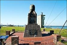 Вот ещё одно эхо войны. В Куксхафене  всегда большую роль играли военные. Именно здесь были созданы первые траловые подразделения немецких военно-морских ...