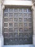 Деревянные ворота собора