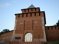 Ивановская башня названа по находившейся неподалеку церкви Иоанна Предтечи, к которой была приписана церковь святого Николая - чудотворца ( &quotНикола на Торгу&quot ). Башня с внутренней стороны имел