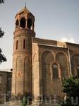 Область Арагацотн, село Ошакан,находящееся в 4 км южнее Аштарака, церковь Святого Маштоца, внутри которой находится склеп, где под мраморным надгробьем ...