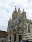 В Сиене архитектурным шедевром XII века является Главный собор (Duomo) c великолепным романским фасадом.