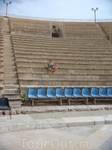 даже сейчас тут проводят представления в этом древнем амфитеатре