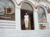 У входа в церковь