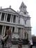 Как и со многими памятниками в Риме, у собора Святого Павла невозможно сфотографироваться без широкоформатного объектива