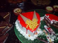 один из многочисленных тортов - дизайн разный, а содержание одно.