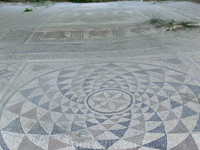 Мозаика с головой Диониса, давшая название всей вилле. Здесь находился роскошный зал симпосиев.