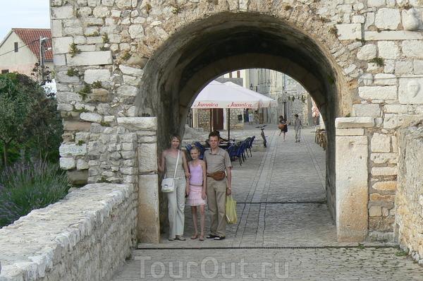u Zadara maljenkij gorod NIN