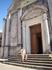 У входа в церковь Вознесения Девы Марии.