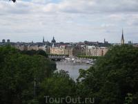 Скансен красиво расположен на возвышенности королевского острова Юргорден с фантастическим видом на Стокгольм.