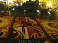 Ковер из цветов на староместской площади