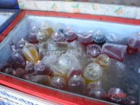 На рынке полно разных фруктов, но вот особо впечатлили соки свежевыжатые.