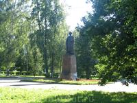 """Памятник Федору Харитонову стоит в сквере рядом с НПО """"Сатурн"""""""