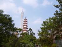 старя пагода находится на территории какой то организации.Пройти можно свободно