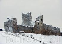 В 1347-1558 годах крепостью, а следовательно и городом владел Ливонский орден. Затем владели Россия, Речь Посполитая и Швеция, с 1710 года снова Россия ...