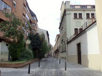 Еще одна типичная улица Вальядолида. Мне иногда казалось, что я гуляю по городу призраку - на улицах никого и это днем в субботу.