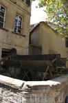 Старинная водокачка в Авиньоне