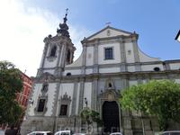 Мы пошли немного прогуляться по городу, а заодно заехать на Аточу, купить билеты в Куэнку. На улице Сан Бернардо находится вот эта красивая церковь, неожиданно называемая Iglesia de Nuestra Señora de