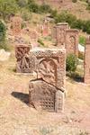 Сохранилось несколько изящных ажурных хачкаров и фрагментов хачкаров, расположенных перед старой церковью. Среди искусно орнаментированных хачкаров Нораванка ...