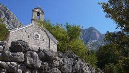 Село Баст. Самая верхняя часть села. Церковь Св. Рока, 15 век