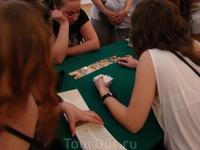 Музей игральных карт (ГМЗ Петергоф) тут можно было погадать на картах =)