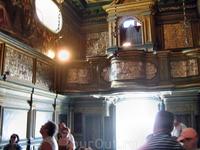 Орган в церкви Богородицы на рифе.