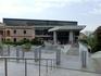 В 300 метрах от Акрополя находится уникальный музей. Это ультрасовременное здание, которое выделяется на фоне общего пейзажа, Новый музей Акрополя.  Спроектировал ...