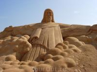 """Фестиваль песчаных скульптур в Альбуфейре - """"Статуя Христа в Рио-де-Жанейро"""""""