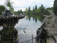 Hyde Park. Парки в Англии просто прекрасны, большие и просторные, ухоженные, все в зелени и цветущих каштанах, в общем, смотрите сами...