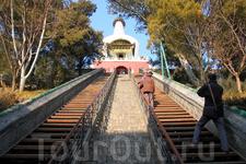 белая ступа в парке Beihai