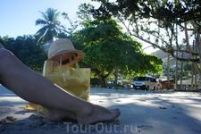 Перед отлетом мы провели на пляже все утро. Мы общались с океаном, солнцем, пальмами. Это было очень романтично и удивительно.